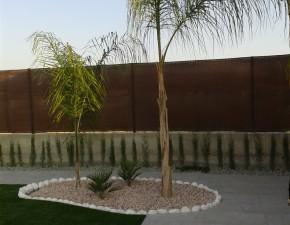 Espacios verdes naturales y aportación de césped artificial.